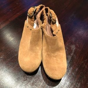 Ugg tan suede clogs size 7